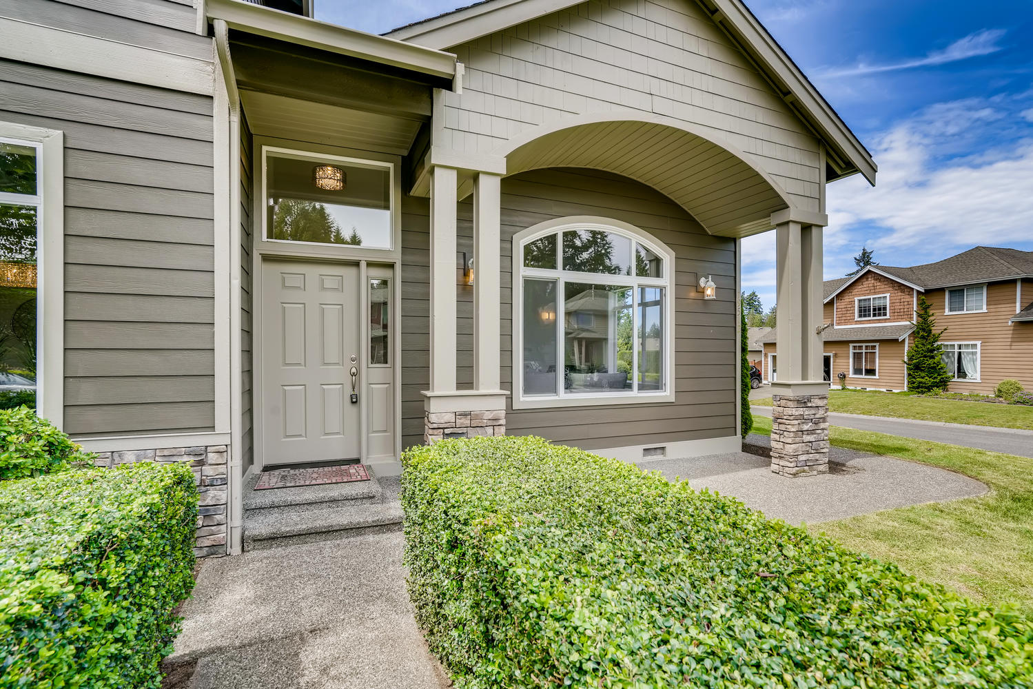 19512 12th Ave W Lynnwood WA-large-003-006-Exterior Front Entry-1499×1000-72dpi
