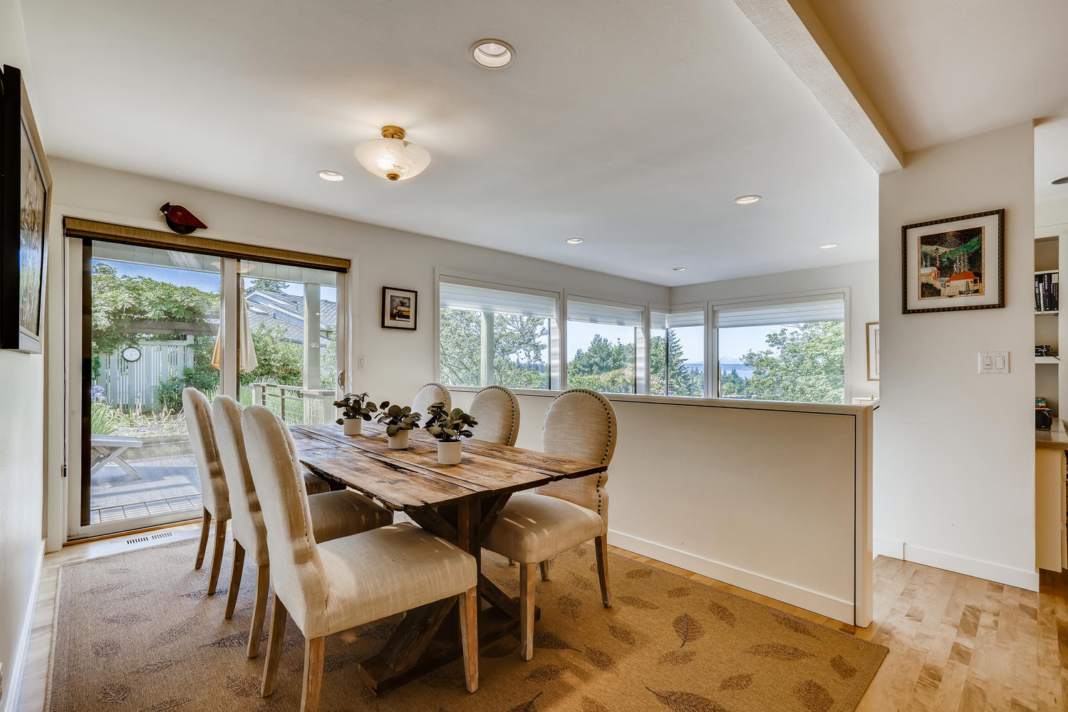 615 12th Ave N Edmonds WA-large-010-016-Breakfast Area-1499×1000-72dpi