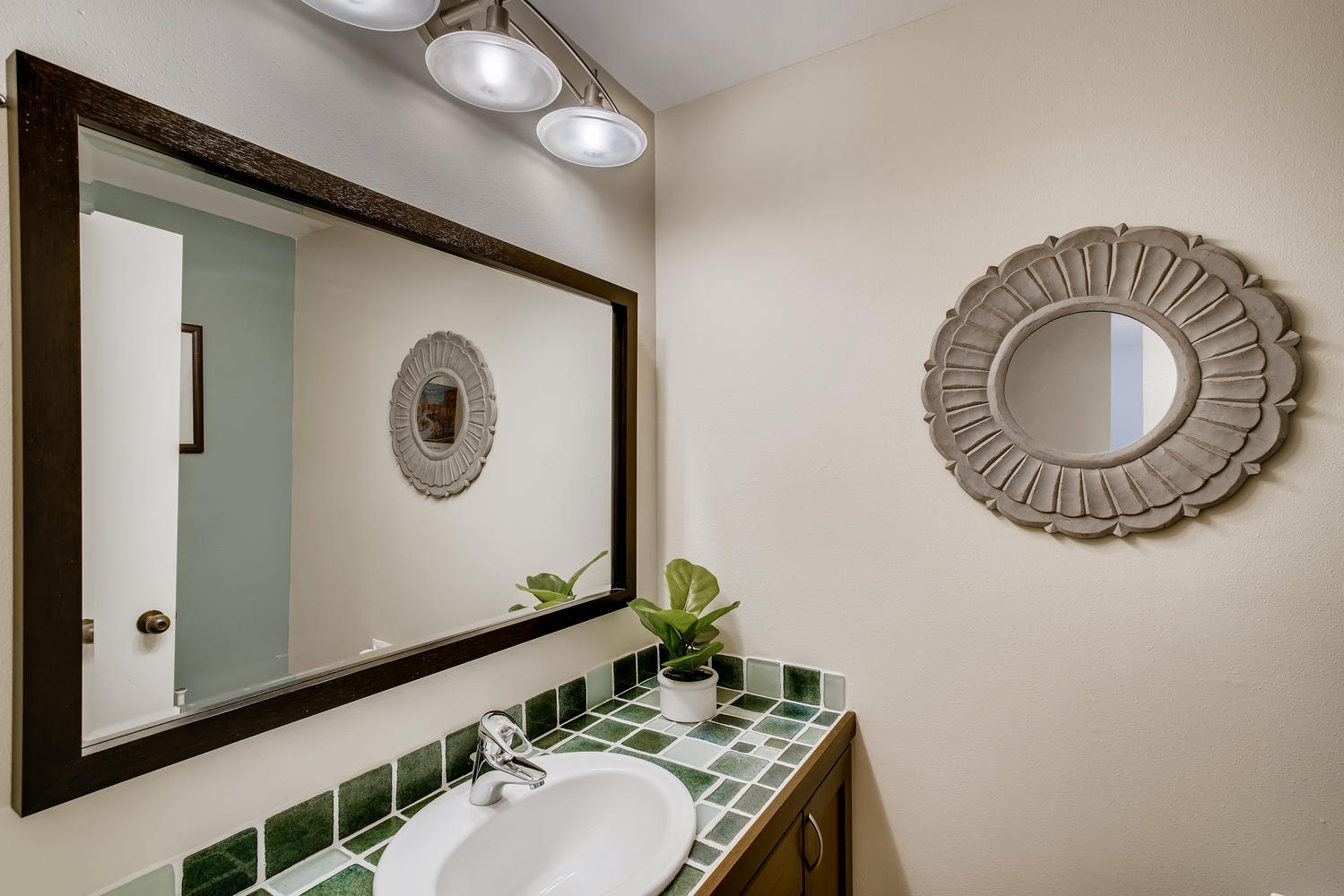 615 12th Ave N Edmonds WA-large-012-007-Powder Room-1499×1000-72dpi
