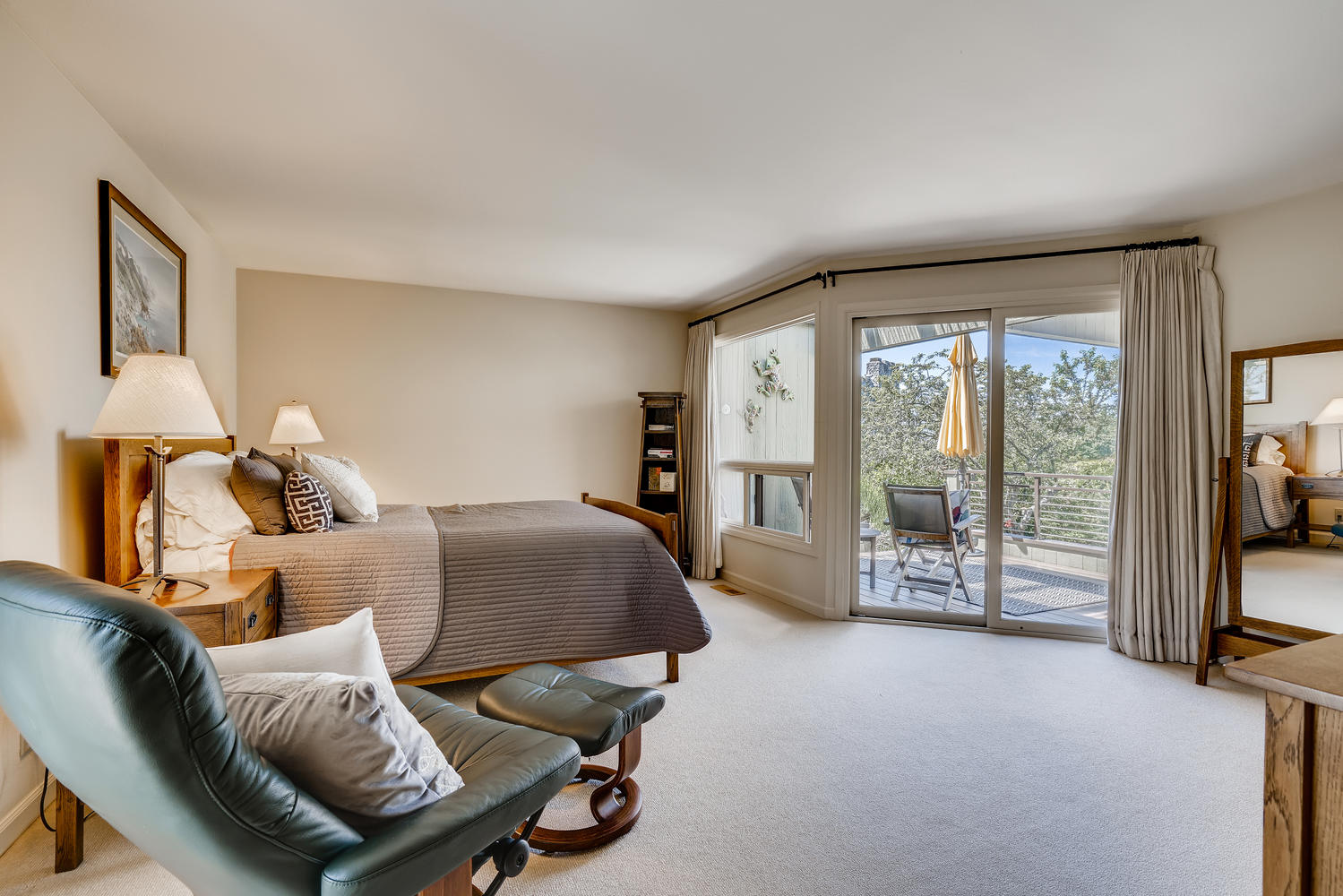 615 12th Ave N Edmonds WA-large-013-013-Master Bedroom-1499×1000-72dpi