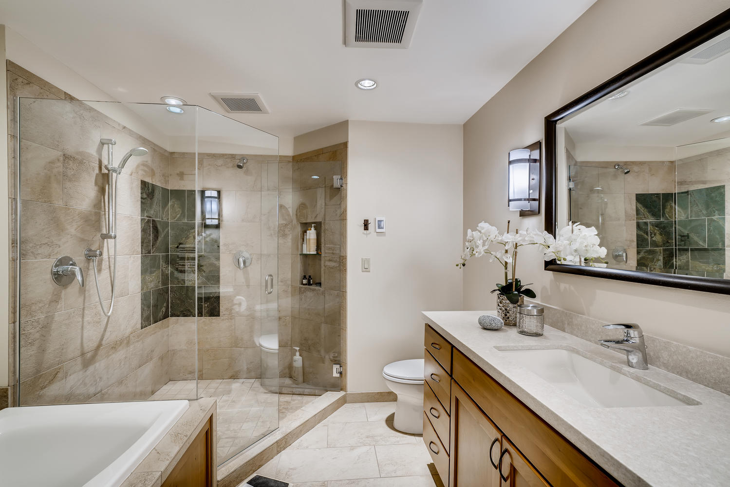 615 12th Ave N Edmonds WA-large-015-011-Master Bathroom-1499×1000-72dpi