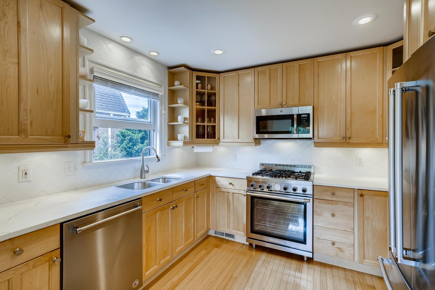 3921 42nd Ave SW Seattle WA-large-010-011-Kitchen-1499×1000-72dpi