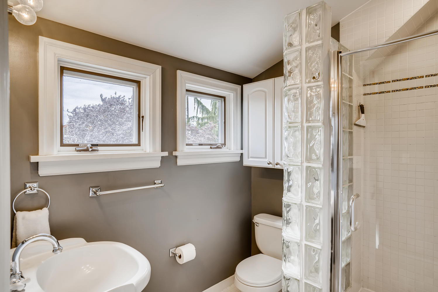 3921 42nd Ave SW Seattle WA-large-019-017-2nd Floor Master Bathroom-1499×1000-72dpi