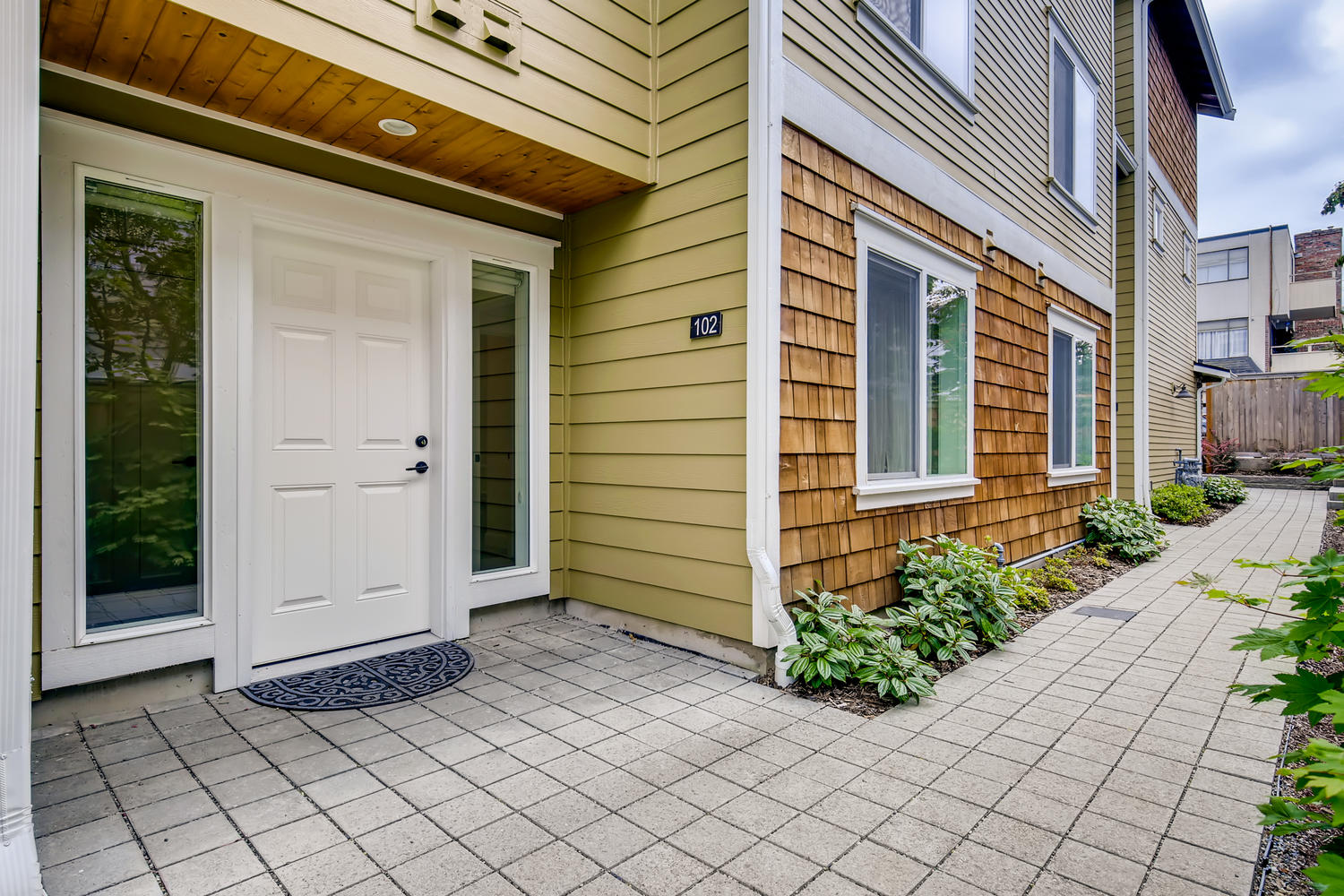622 Bell St 102 Edmonds WA-large-003-004-Exterior Front Entry-1500×1000-72dpi