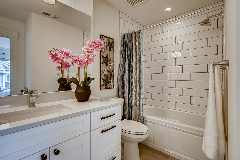 622 Bell St 102 Edmonds WA-large-024-022-2nd Floor Bathroom-1500×1000-72dpi