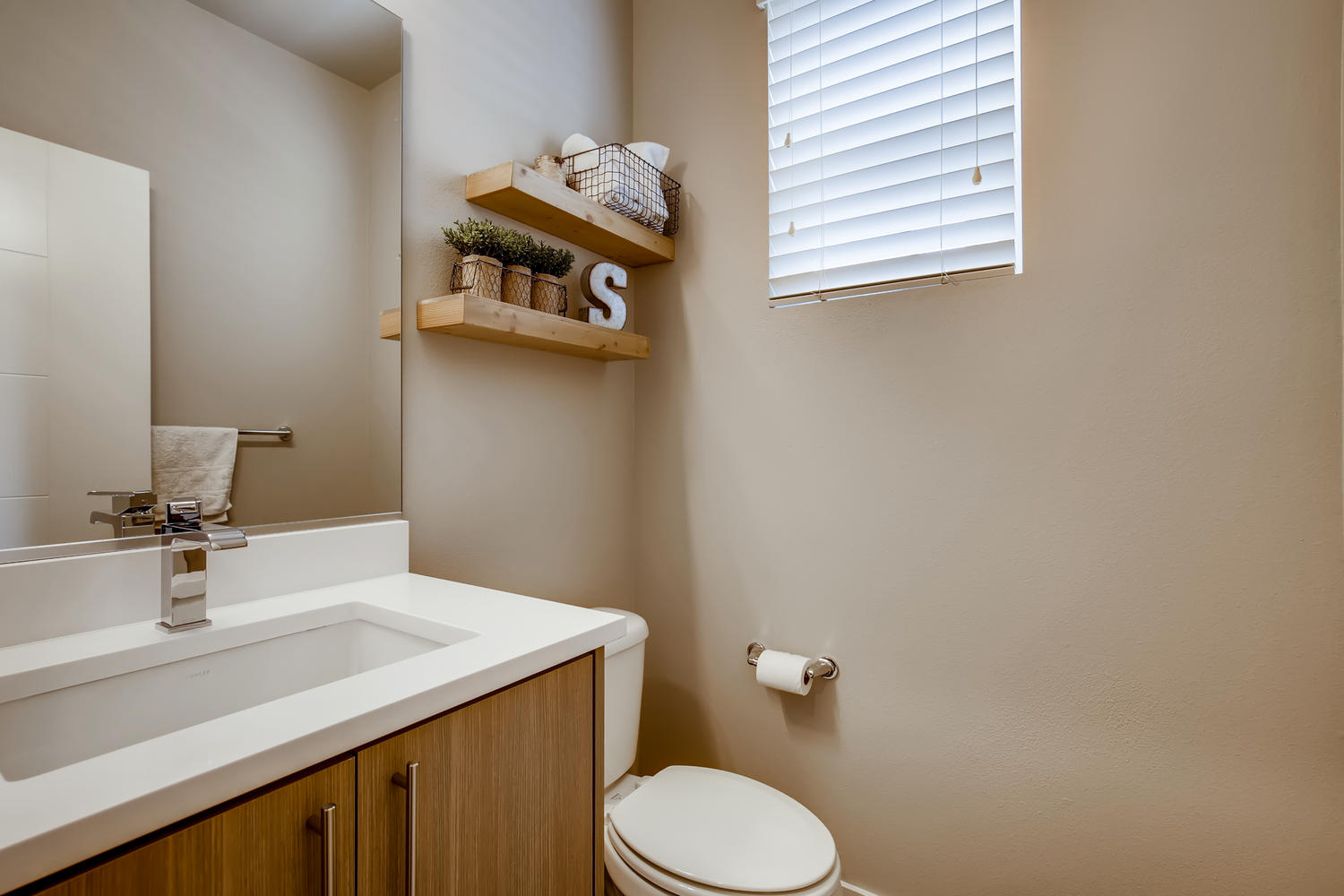 1120 154th Pl SW Lynnwood WA-large-011-009-Bathroom-1500×1000-72dpi