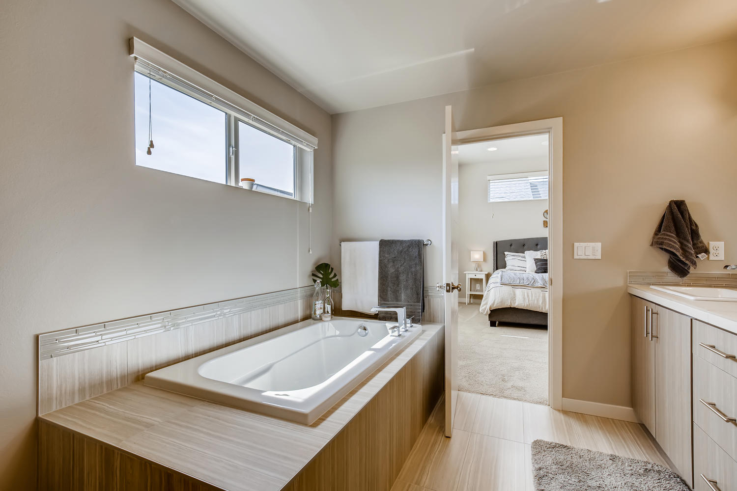 1120 154th Pl SW Lynnwood WA-large-016-013-2nd Floor Master Bathroom-1500×1000-72dpi