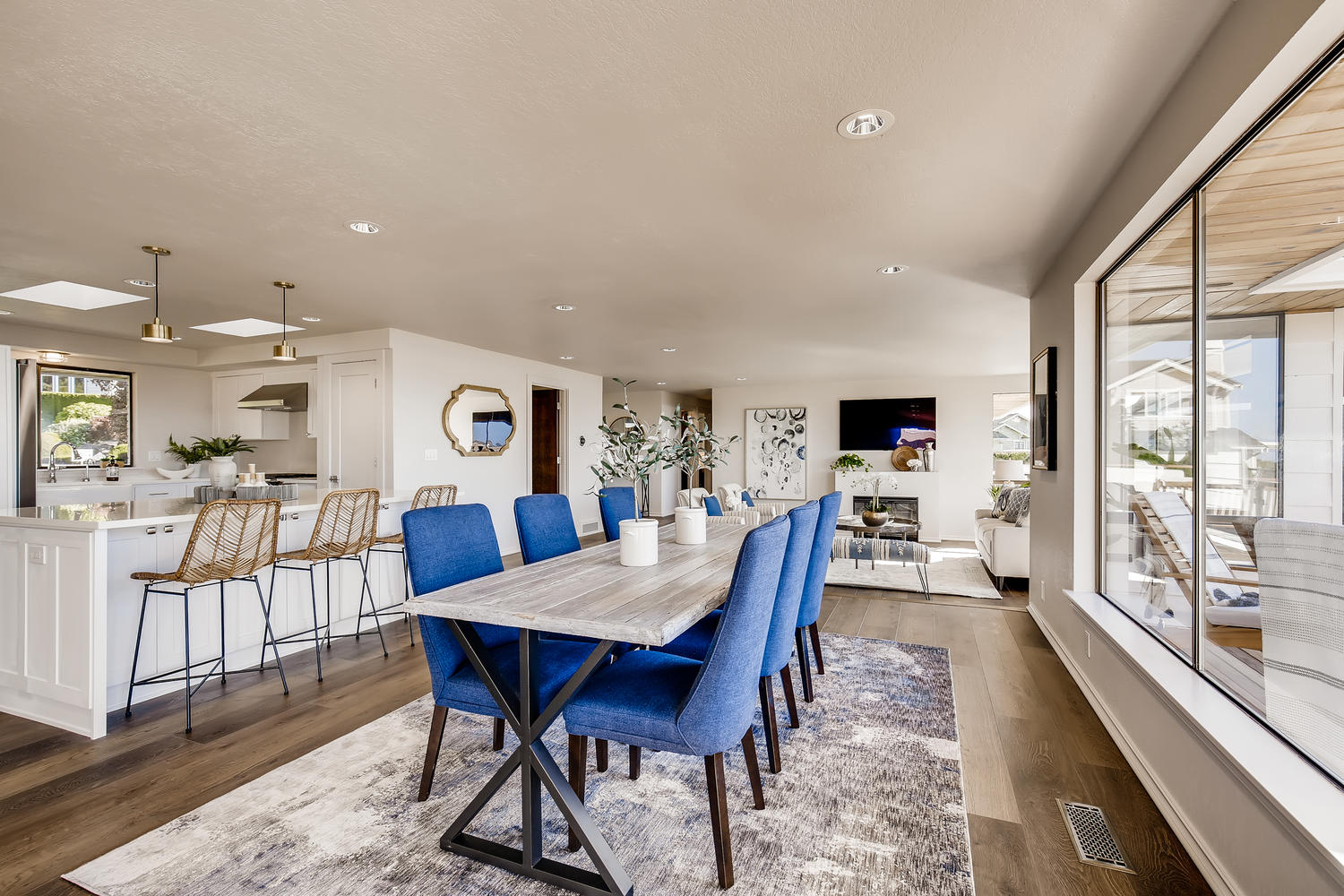 19012 Sound View Place Edmonds-large-009-026-Dining Room-1500×1000-72dpi
