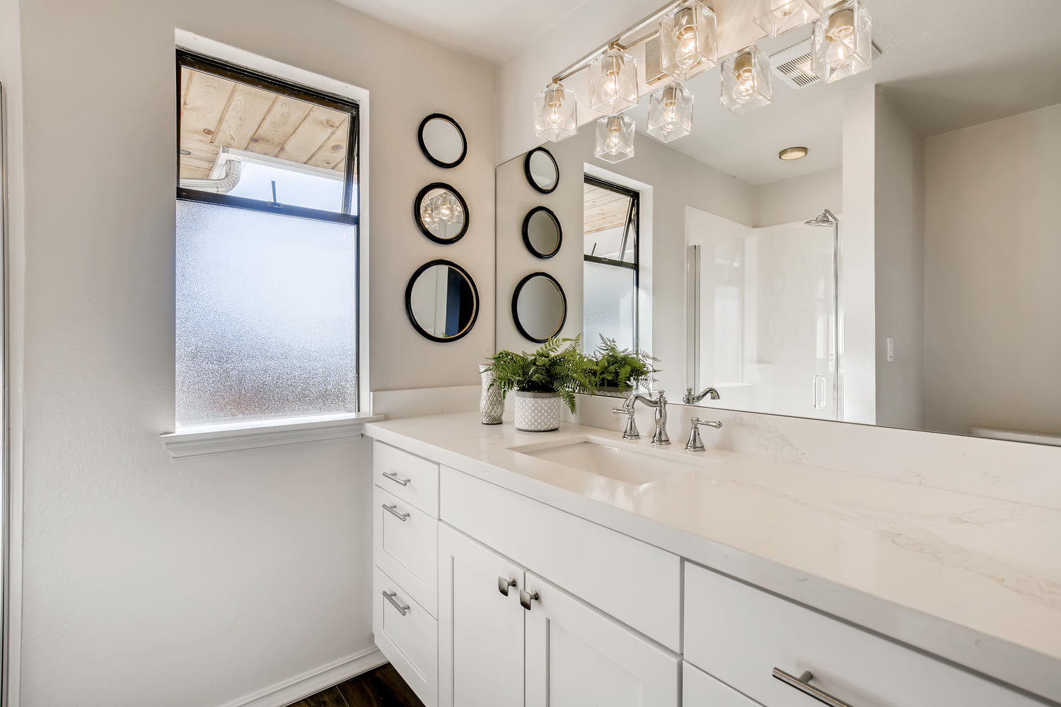19012 Sound View Place Edmonds-large-017-010-Master Bathroom-1500×1000-72dpi