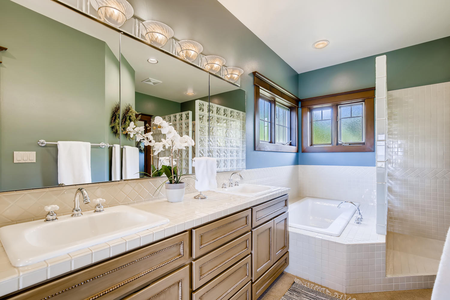 8412 Naketa Ln Mukilteo WA-large-016-017-Master Bathroom-1500×1000-72dpi