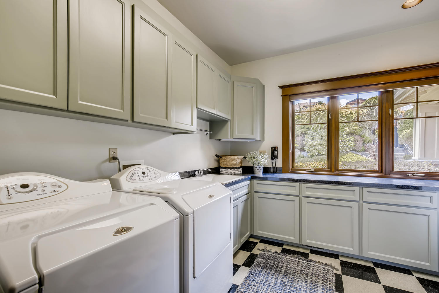 8412 Naketa Ln Mukilteo WA-large-024-022-Laundry Room-1500×1000-72dpi