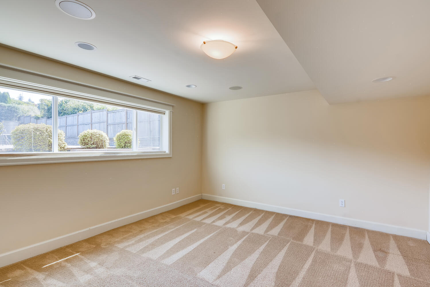 17232 13th Ave NW Shoreline WA-large-018-020-Basement Bedroom-1499×1000-72dpi