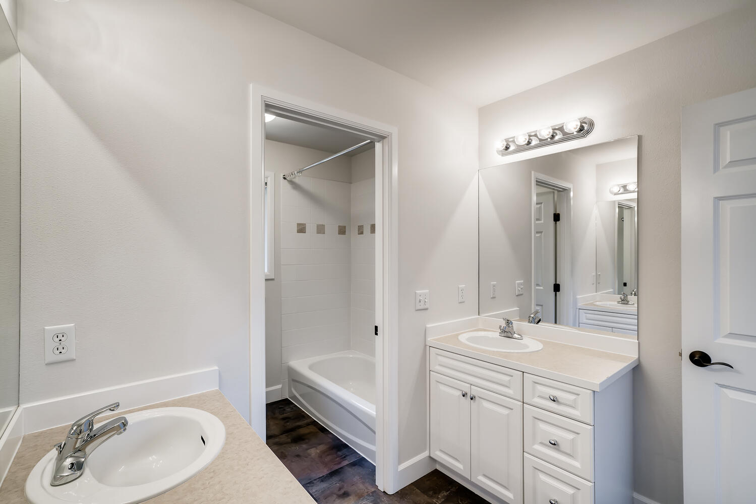24128 E Greystone Lane Woodway-large-021-019-2nd Floor Bathroom-1499×1000-72dpi