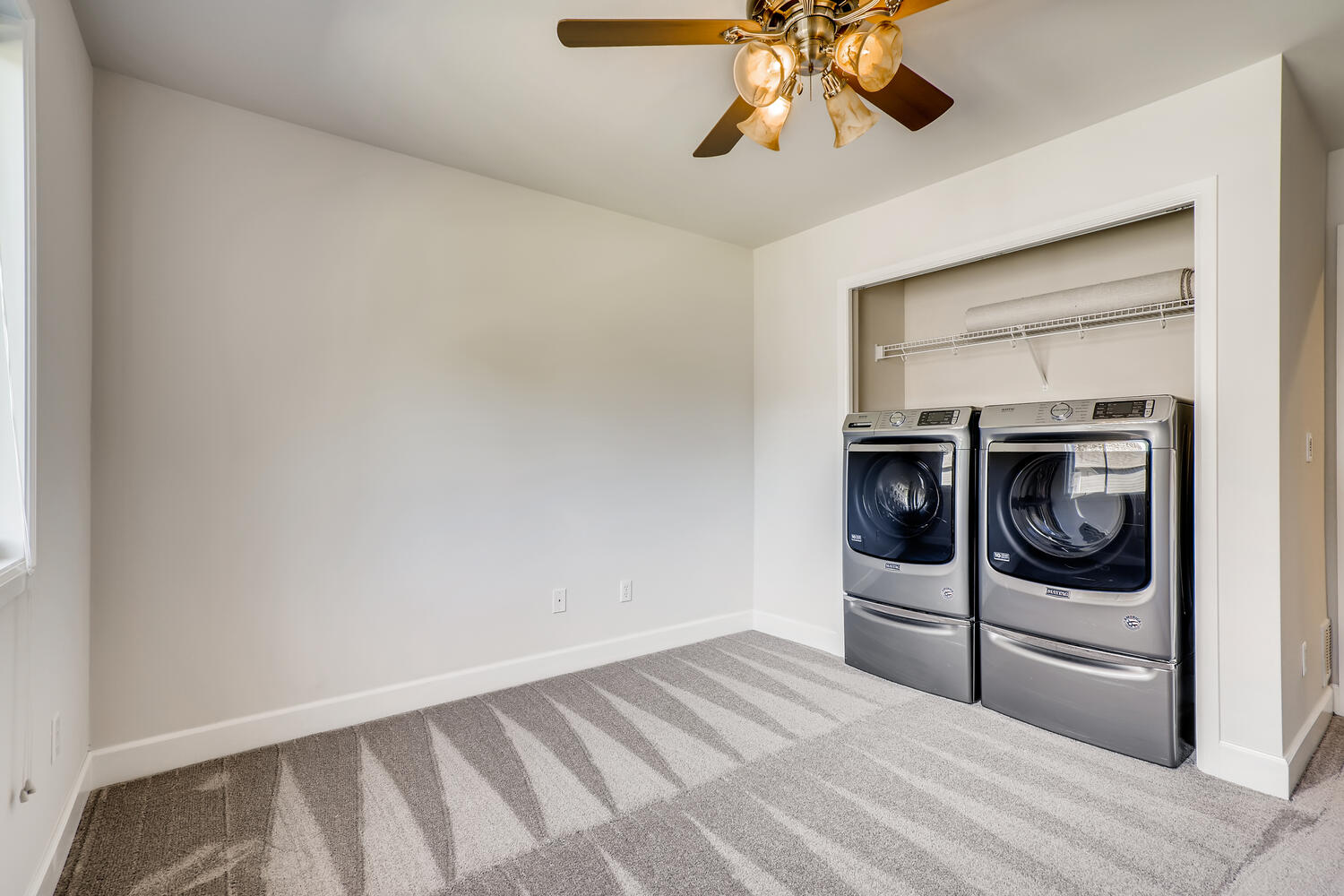24128 E Greystone Lane Woodway-large-024-024-2nd Floor Laundry Room-1500×1000-72dpi