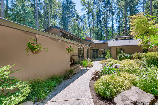 029-13431 NE 47th St Bellevue WA-small-014-069-Patio2-666×445-72dpi (3)