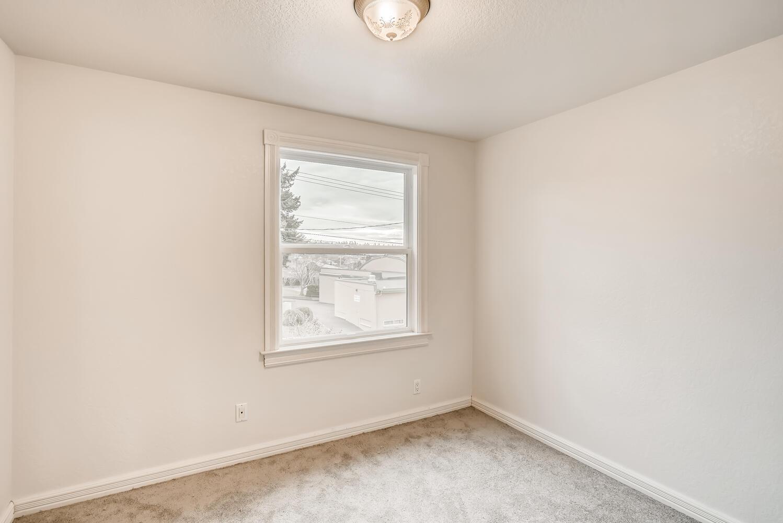 729 Main Street Edmonds WA-large-019-026-2nd Floor Bedroom-1498×1000-72dpi