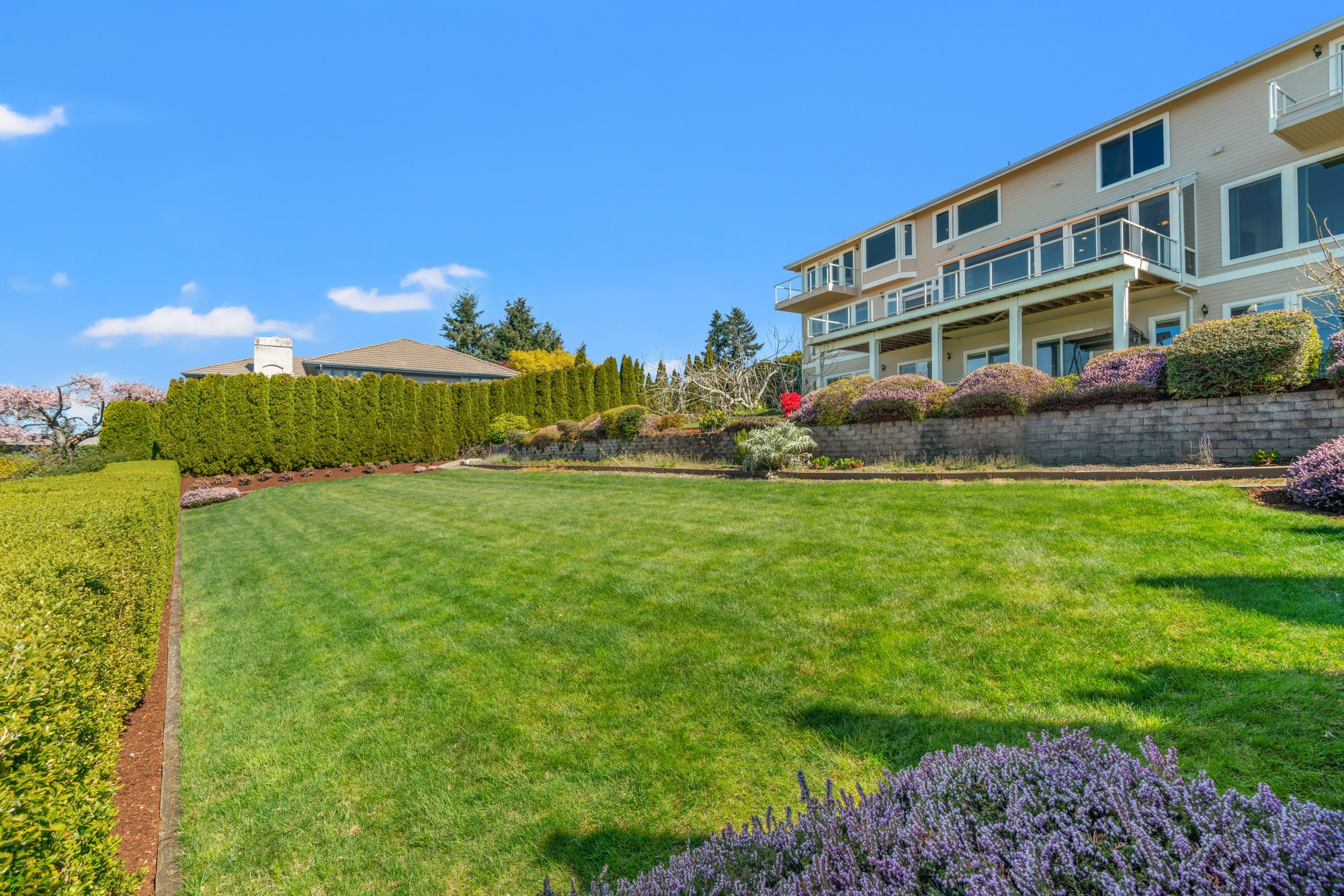 008-1492072ndAvenueWest-Edmonds-WA-98026-SMALL