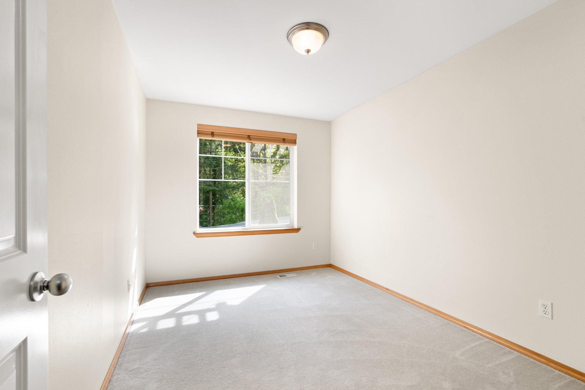 030-2946Northeast178thStreet-LakeForestPark-WA-98155-SMALL